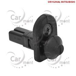 Włącznik/czujnik dociskowy krańcowy oświetlenia w kabinie 2P - Pajero L200 - MB698713 - OE